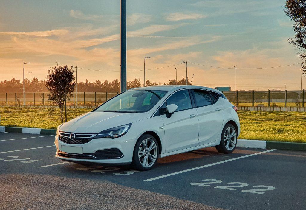 Opel Corsa i Opel Astra to równie istotne propozycje auta dla kobiety